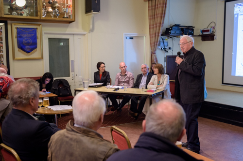 Ken Bennett introducing the panel local residents (Photo:©2015Stuart Coleman)